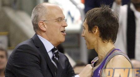 נאש מנחם את מאמן טורונטו בסיום המשחק (רויטרס )
