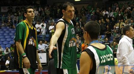 שחקני מכבי חיפה מאוכזבים אחרי ההפסד הדרמטי (אמיר לוי)