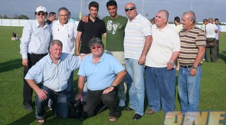 קבוצת ה-ותיקים של עכו בטקס הנחת אבן הפינה של האצטדיון (עמית מצפה)