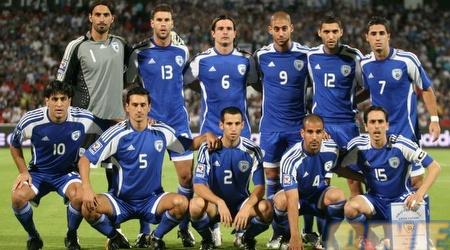 נבחרת ישראל בתצלום קבוצתי. ברקו זוכה לתמיכה (תומר גבאי)