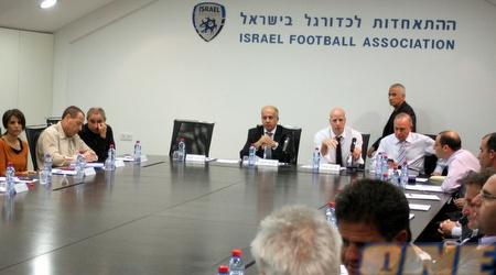 הנהלת ההתאחדות לכדורגל. נמצאת בצומת דרכים (עמית מצפה)