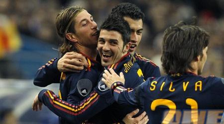 שחקני נבחרת ספרד חוגגים. ישלימו דאבל עם זכייה במונדיאל? (רויטרס)