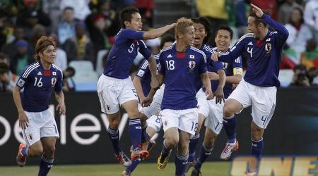 היפנים חוגגים עליה לשמינית הגמר. איפה הם ייעצרו? (רויטרס)