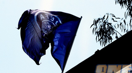 """הדגל הכחול של אופ""""א מתנוסס בגאווה (משה חרמון)"""