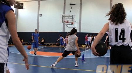 הבנות במחנה. לא רק כדורסל הן לומדות (מור שאולי)