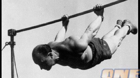 פרדי הירש דאג לתחרויות ספורט כדי לשמור על השפיות