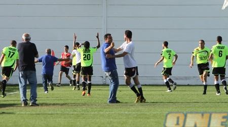 שחקני ואנשי רמת השרון בטירוף. לראשונה ישחקו בליגת העל (מור שאולי)
