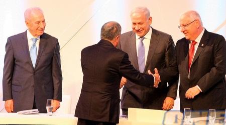 """מזרחי עם נשיא המדינה, ראש הממשלה ויו""""ר הכנסת (משה חרמון)"""