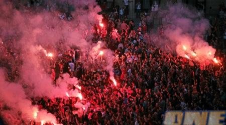 """החגיגות בכיכר בקראקוב: """"כל כך הרבה אנשים כמו נמלים ששרים"""" (רויטרס)"""