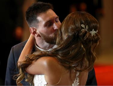 הלילה של מספר 10: מי הגיע לחתונה של מסי?