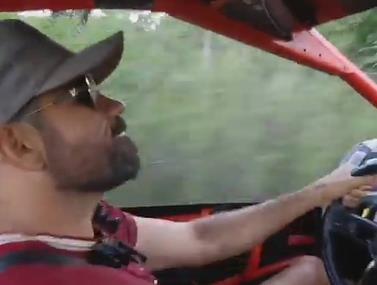 נהנה: צפו בדייגו קוסטה מתפרע ברכב שטח