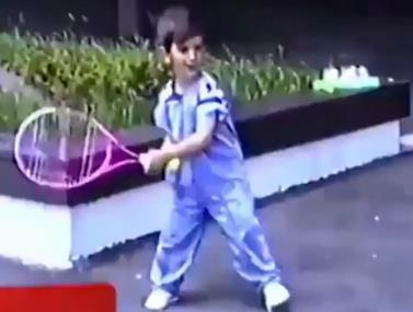 סרטון נדיר של ג'וקוביץ' בגיל 4 משחק טניס
