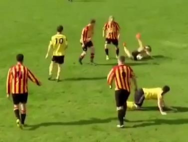 בכדורגל חובבים השיפוט קצת פחות מחמיר