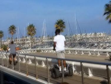 ג'יימס הארדן נופל מסגווי בברצלונה