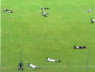 בליגה השנייה באקוואדור קבלו הפתעה לא נעימה באמצע המשחק