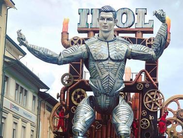 הפסל הענק של רונאלדו נחשף