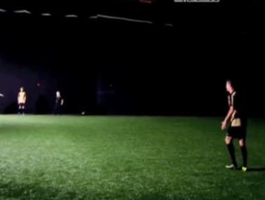 סרטון חדש של בחור בועט בחושך הזכיר את הניסויי שערך רונאלדו