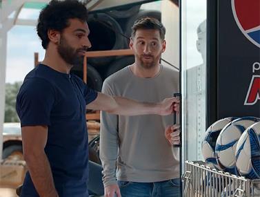 שני כוכבי הכדורגל מככבים בפרסומת חדשה למשקה