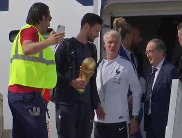 הנבחרת הצרפתית נוחתת בפריז
