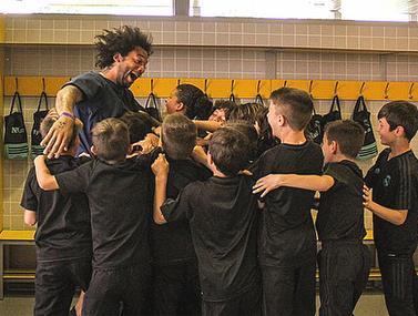 אחרי שבנו עשה את האתגר, אבא מרסלו הגיע לקבוצת הילדים