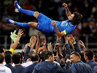 אגדת הכדורגל אדראה פירלו נפרד במשחק הוקרה