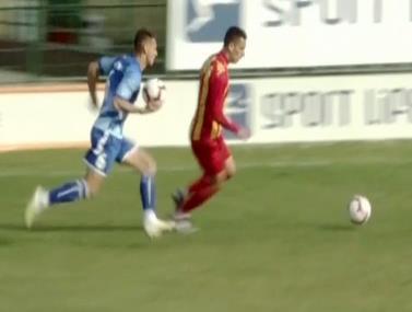 השחקן השמתשמ בכדור נוסף ועצר התקפה מתפרצת