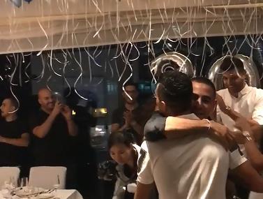 ערן זהבי חוגג יומולדת 30 בסין עם החברים והמשפחה
