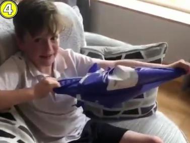 הילד קיבל במתנה חולצה של דה חאה וזכה לתגובה מהשוער