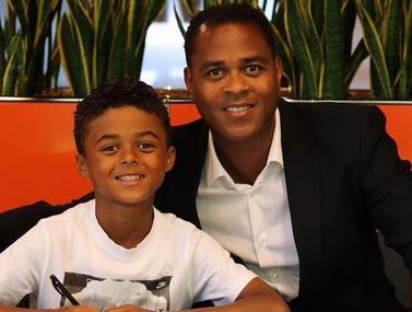 בנו של אגדת הכדורגל, רק בן-9 וכבר קיבל חוזה