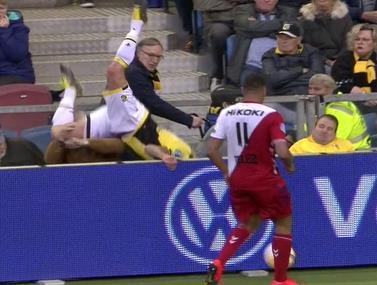 שחקנה של ויטסה ההולנדית התקשה במאבק  על הכדור