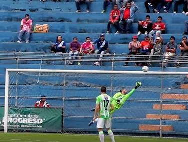 אגדת הכדורגל השתתף במשחק ידידות בגואטמלה וכבש שער מרשים