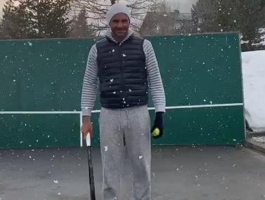 אין עליו: פדרר מתאמן בשלג על חבטות